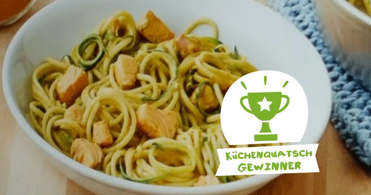 Zoras Zucchininudeln mit Curry und Lachs