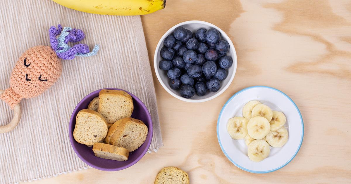 Bibis Zwieback Bananen Brei mit Blaubeeren Vorbereitung